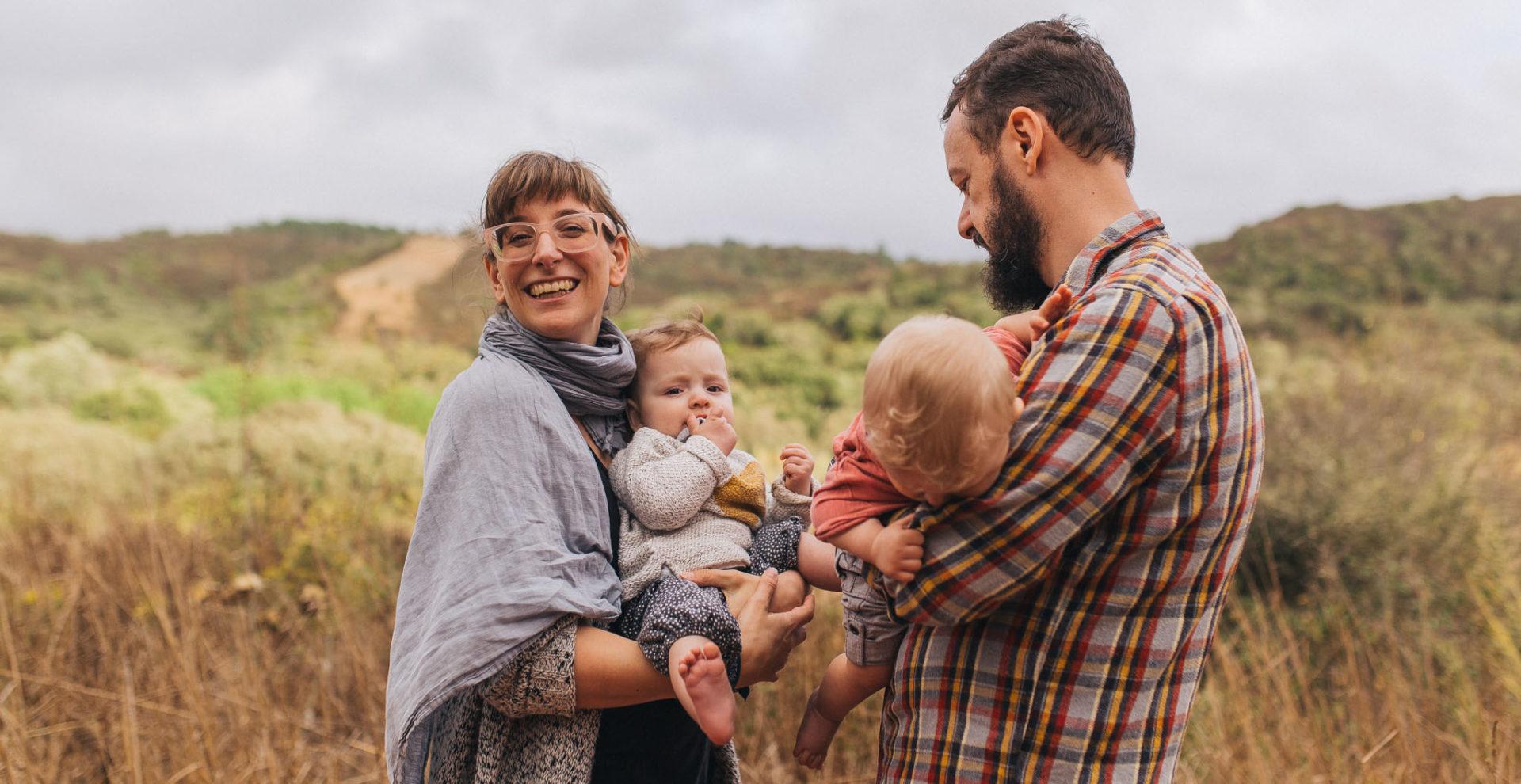 Familienfotograf Stuttgart-professionelle Familien reportage im urlaub-zwillingsbabies-algarveurlaub mit kind