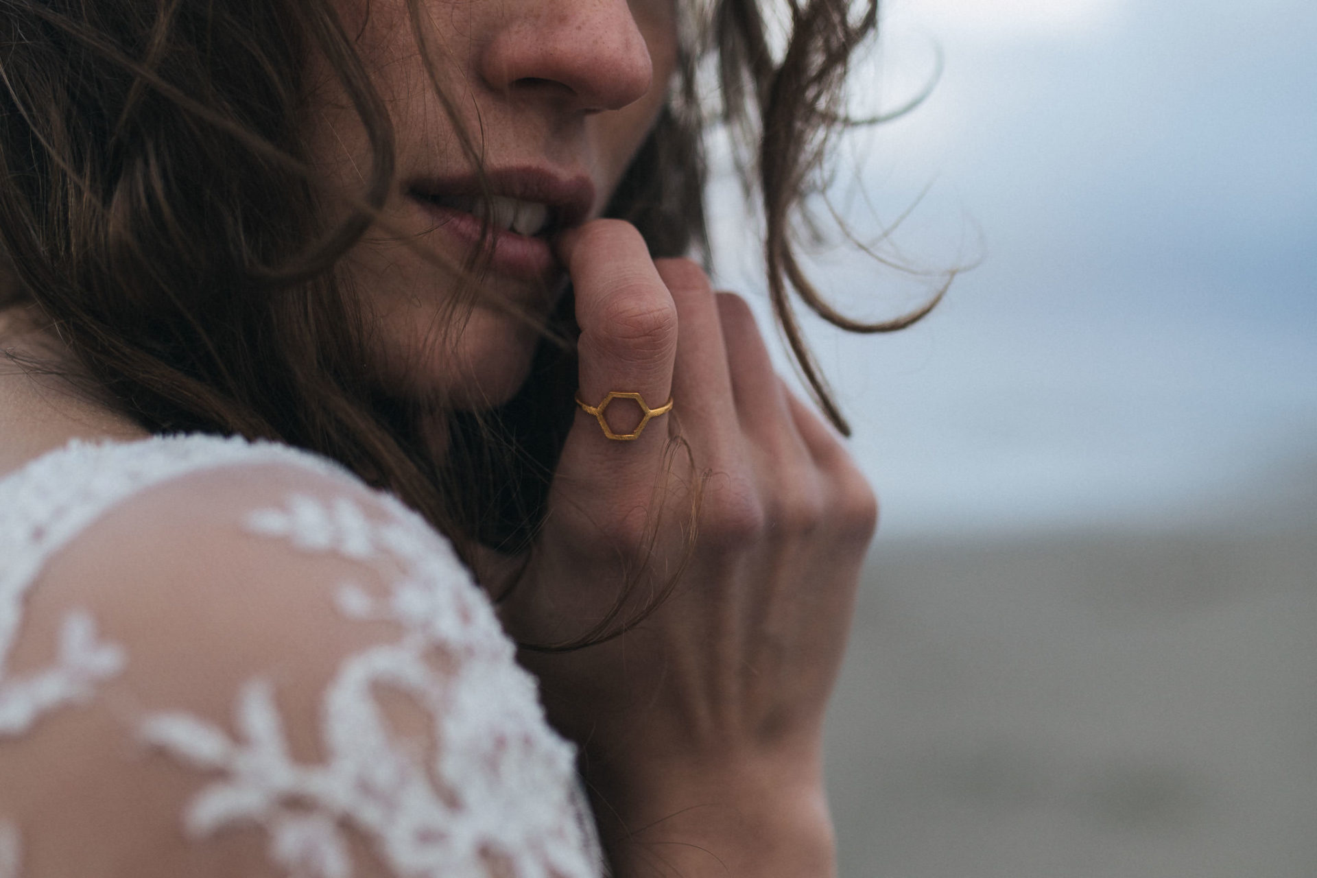 bridal portrait beach-elfenkleid-bespoke wedding band-wedding photographer germany