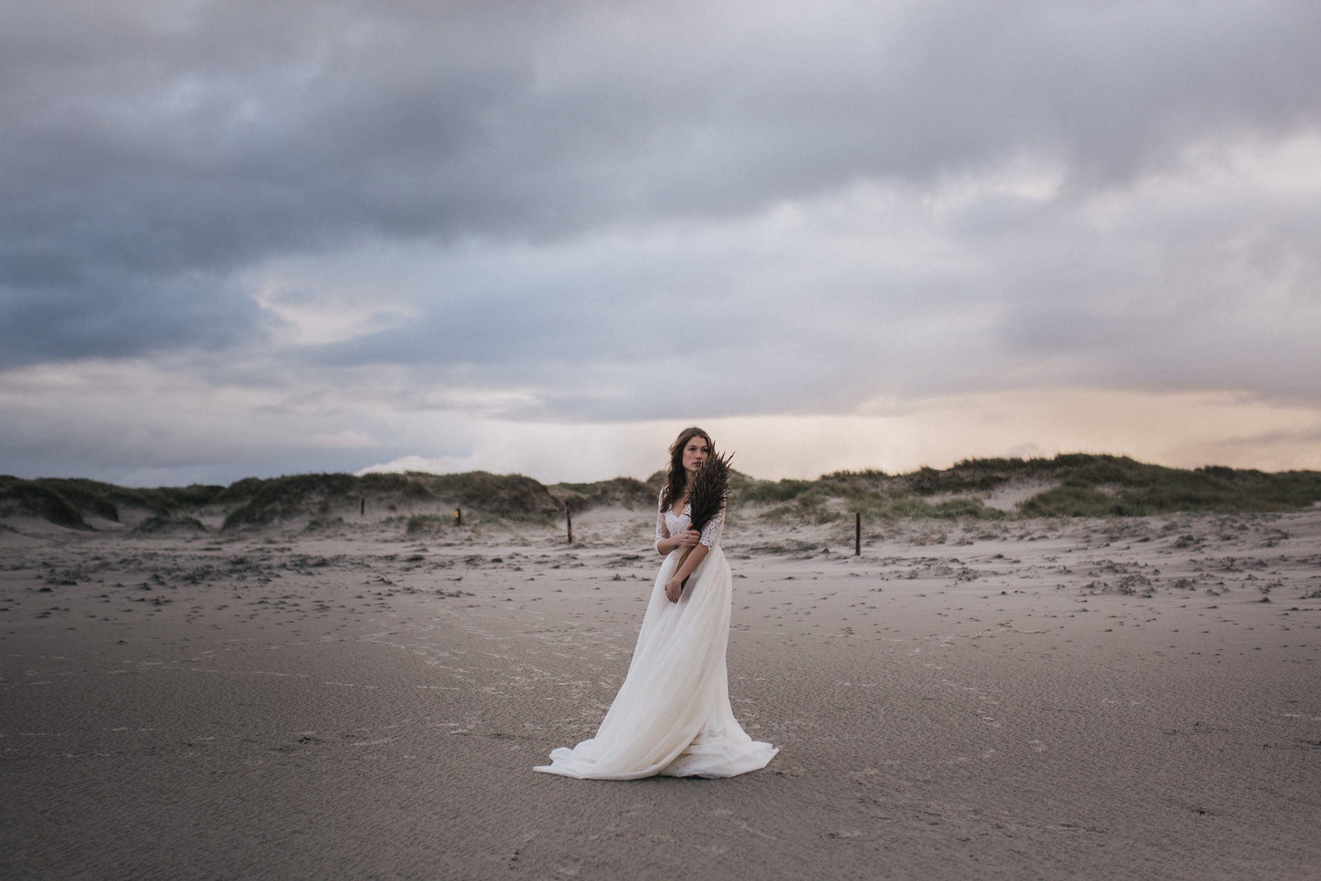 europe elopement-unique beach wedding-stylish bouquet-Michaela Roemer jewellery