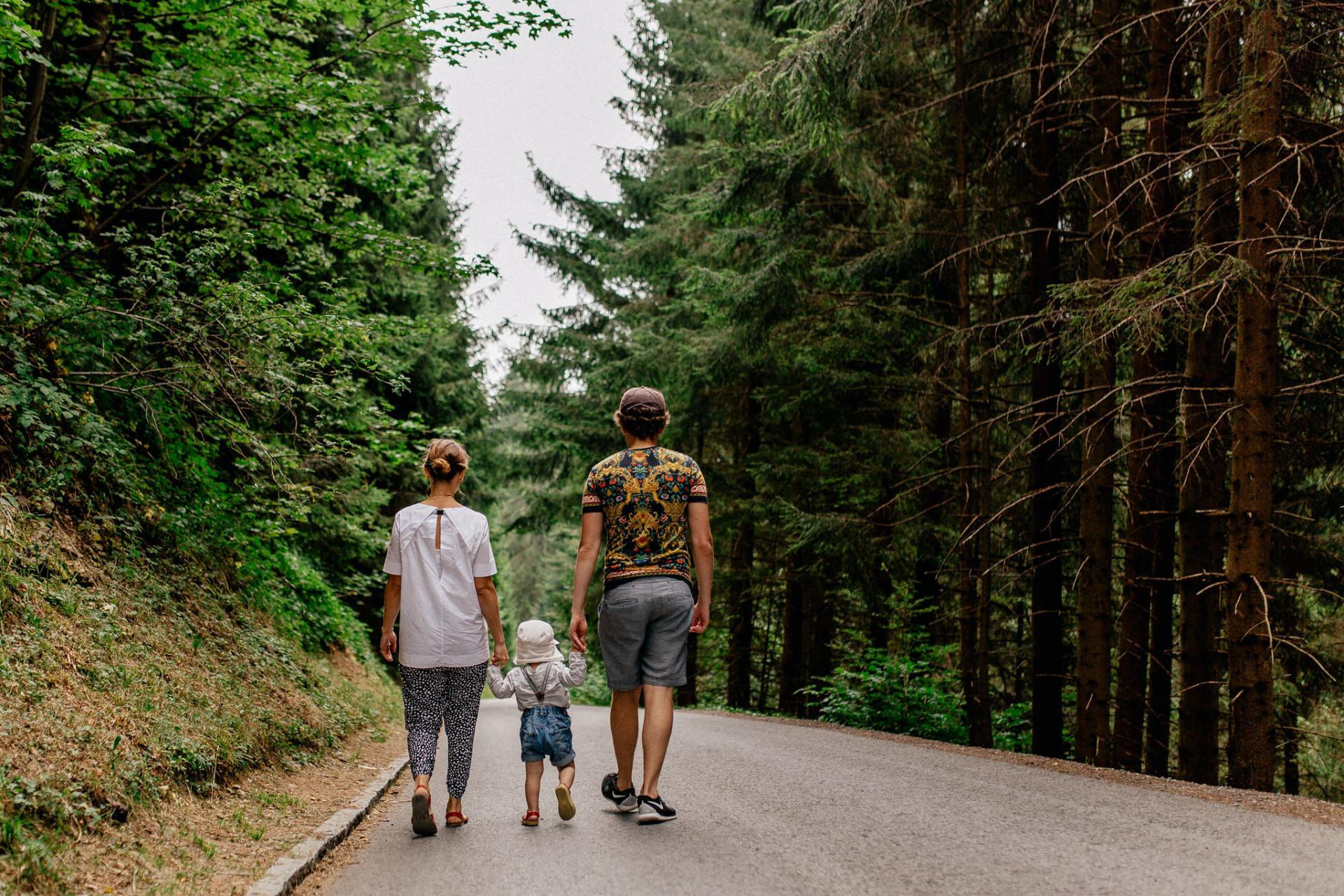 family photographer stuttgart-kindergarten kids-candid family portrait-family journal germany-austria photographer family-family trip pfaender