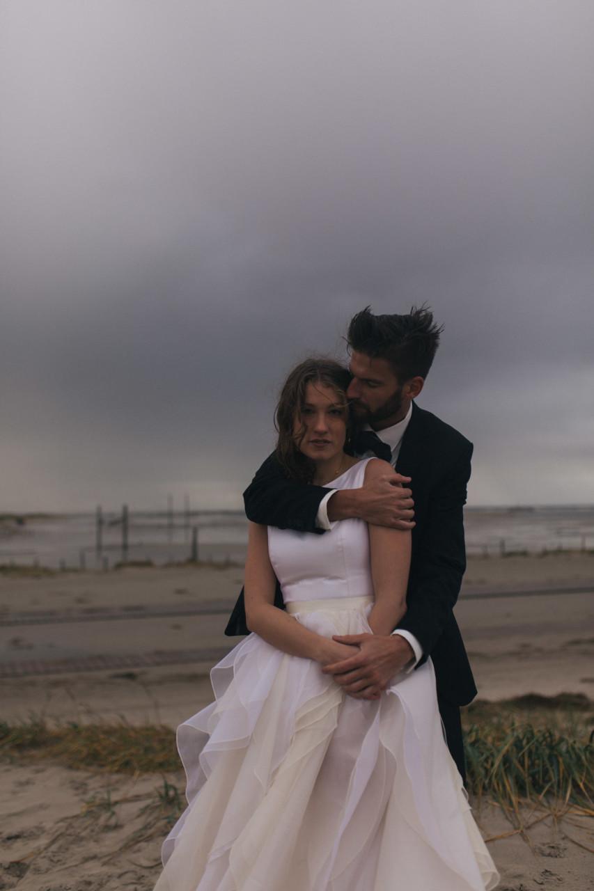 beach elopement germany-beach motel wedding