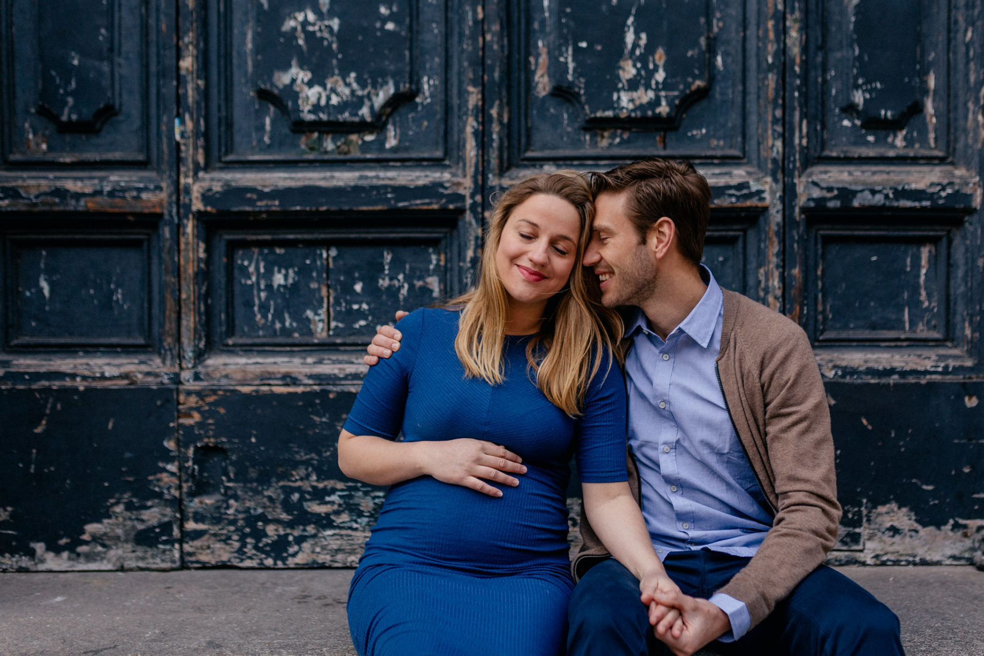 engagement shoot rome- couple photos-city trip-maternity photos-wedding photographer italy-intimate portraits-old church doors