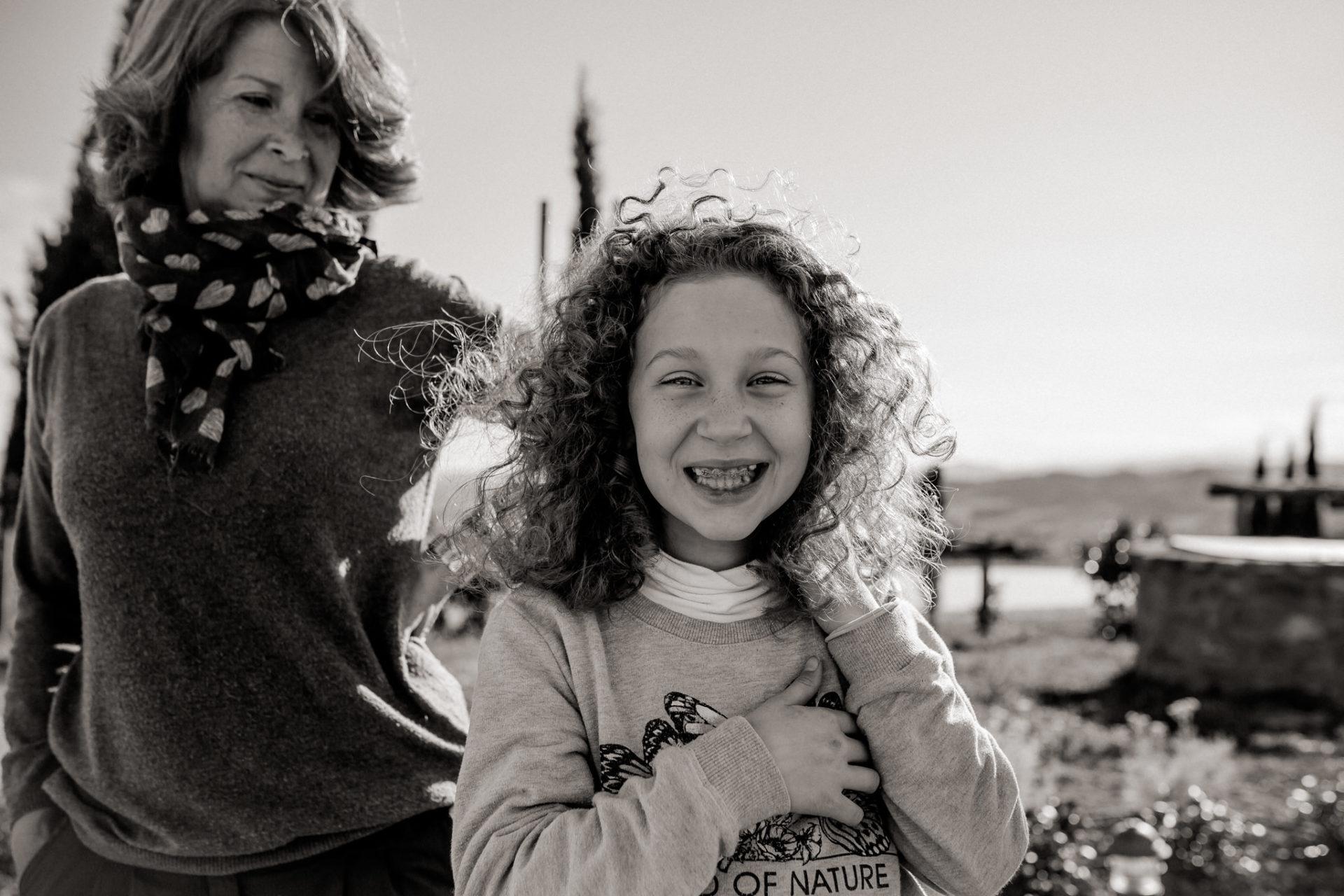 family photos holiday tuscany-dimora santa margherita-intimate portrait-family photographer stuttgart-mother daughter love