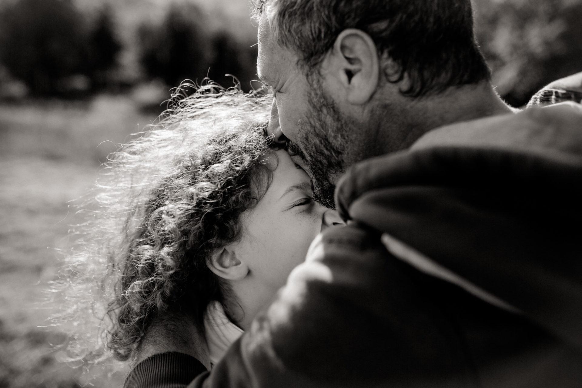 family photos holiday tuscany-father daughter love portrait-dimora santa margherita-travel italy-family photographer stuttgart