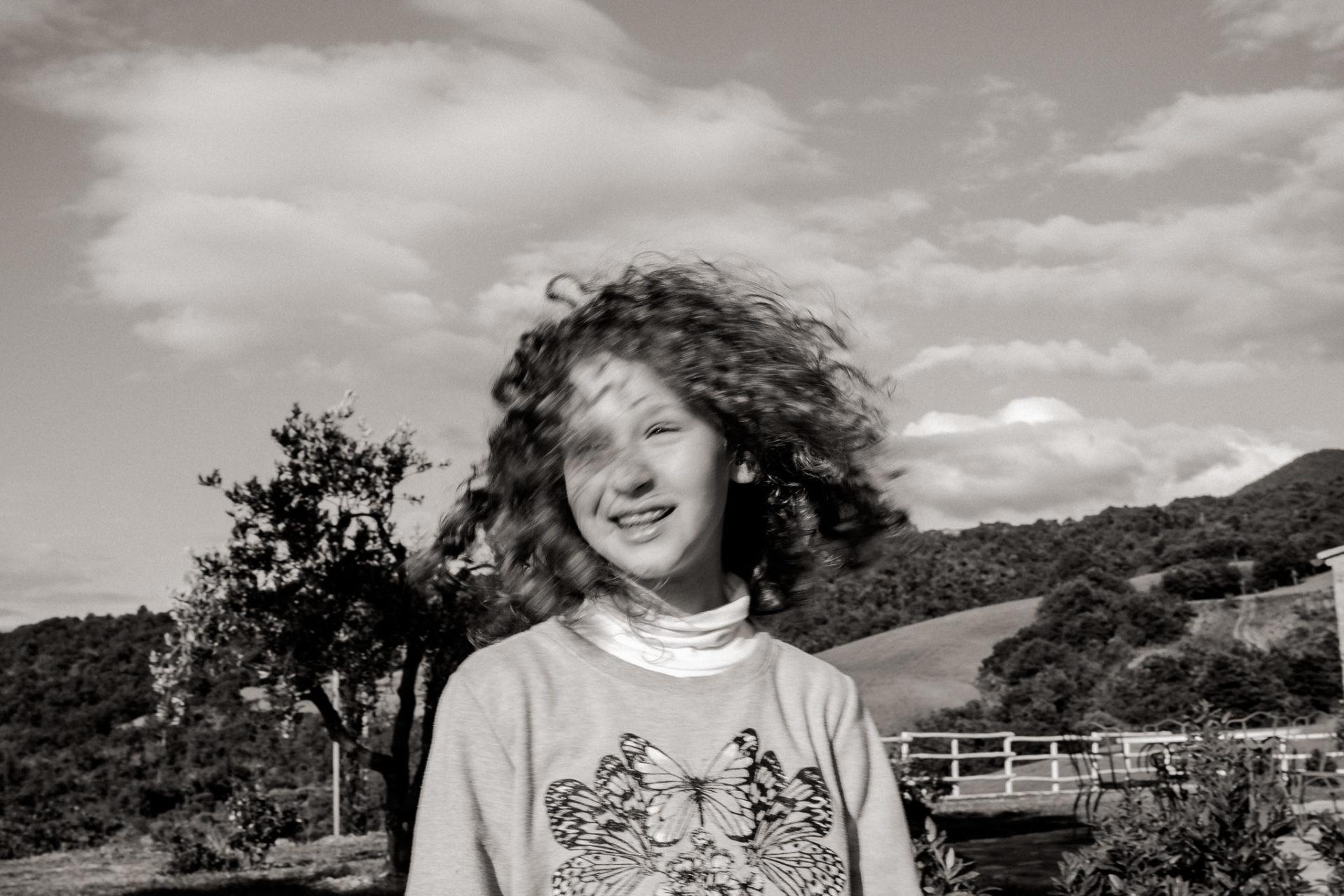 family photos holiday tuscany-daughter portrait-dimora santa margherita-travel italy-family portrait photographer stuttgart