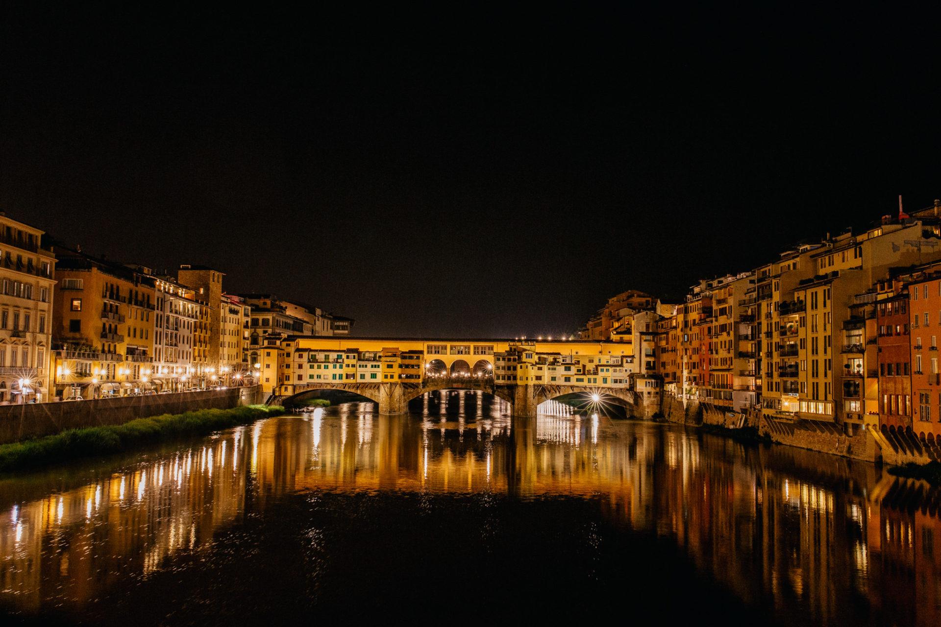 wedding photographer tuscany-italy road trip with dog-florence by night-bridge vecchio