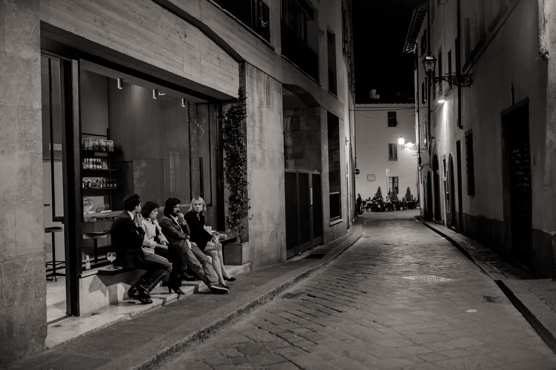 wedding photographer tuscany-italy road trip with dog-florence by night