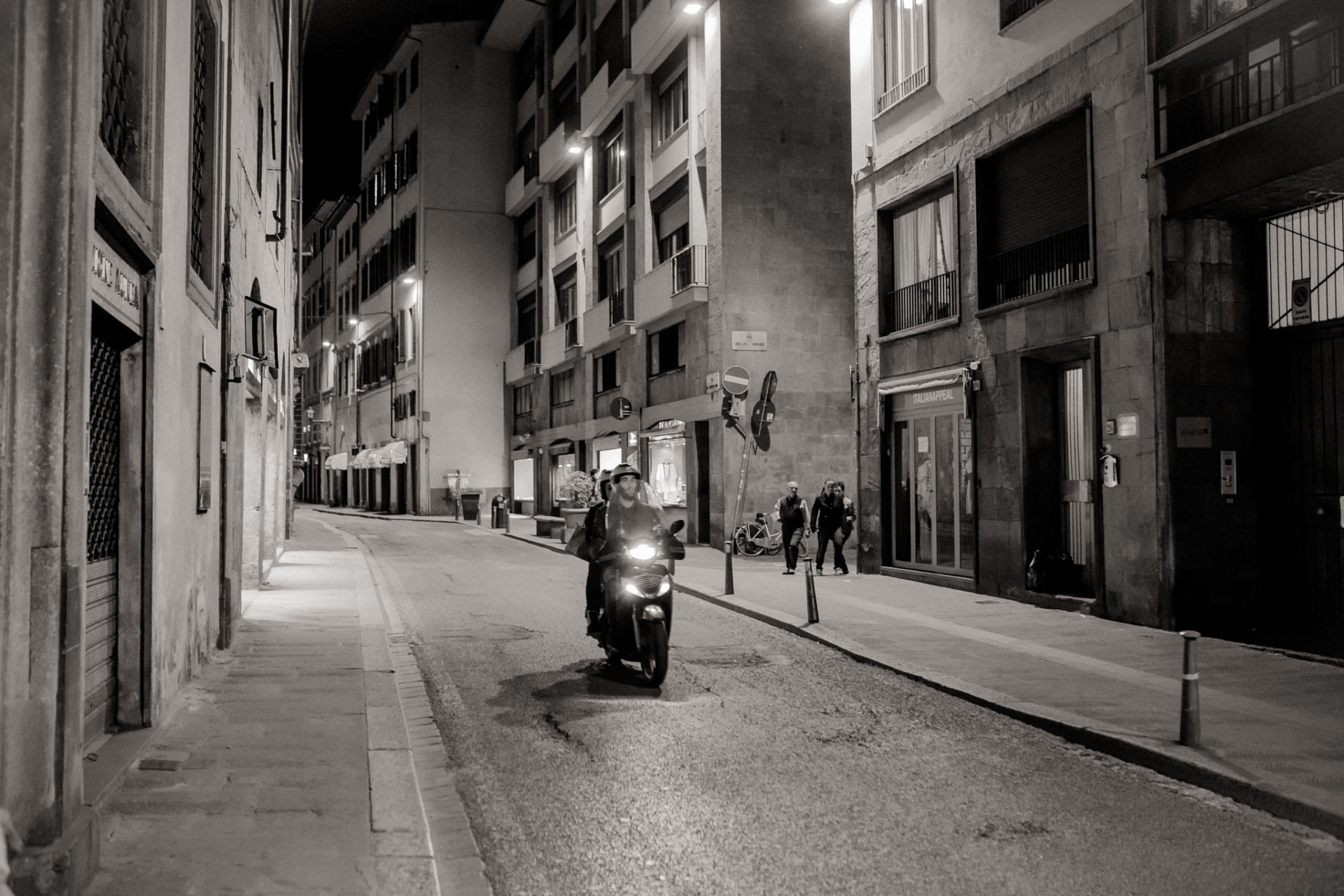 wedding photographer tuscany-italy road trip with dog-florence by night-explore italy