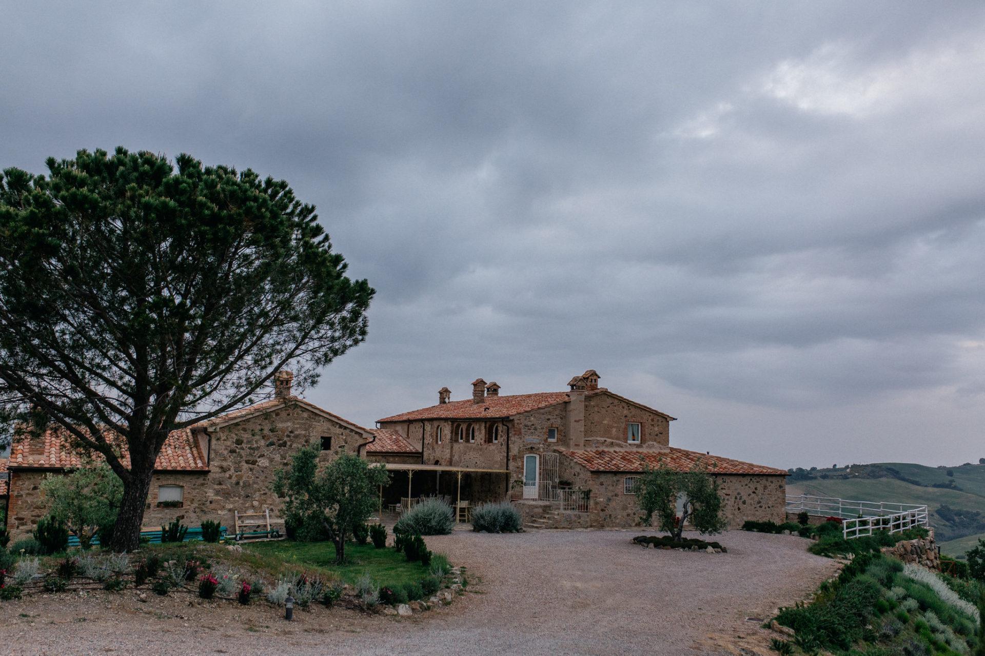 wedding photographer tuscany-italy road trip with dog-boutique hotel-exclusive romantic gateway-grosseto region-tuscan destination wedding