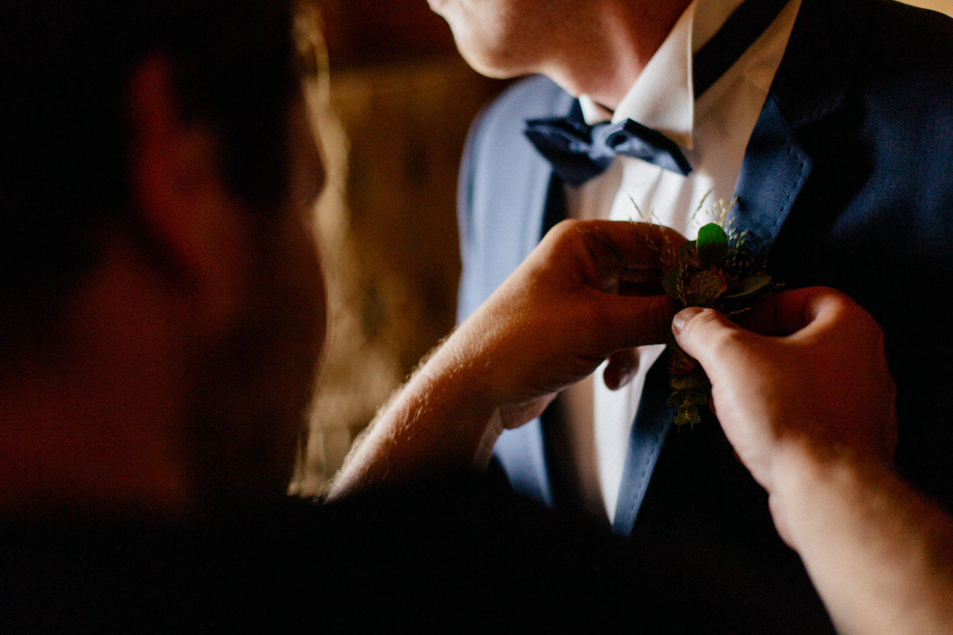 wedding photographer Lech Ahlberg-mountain wedding- groom getting ready