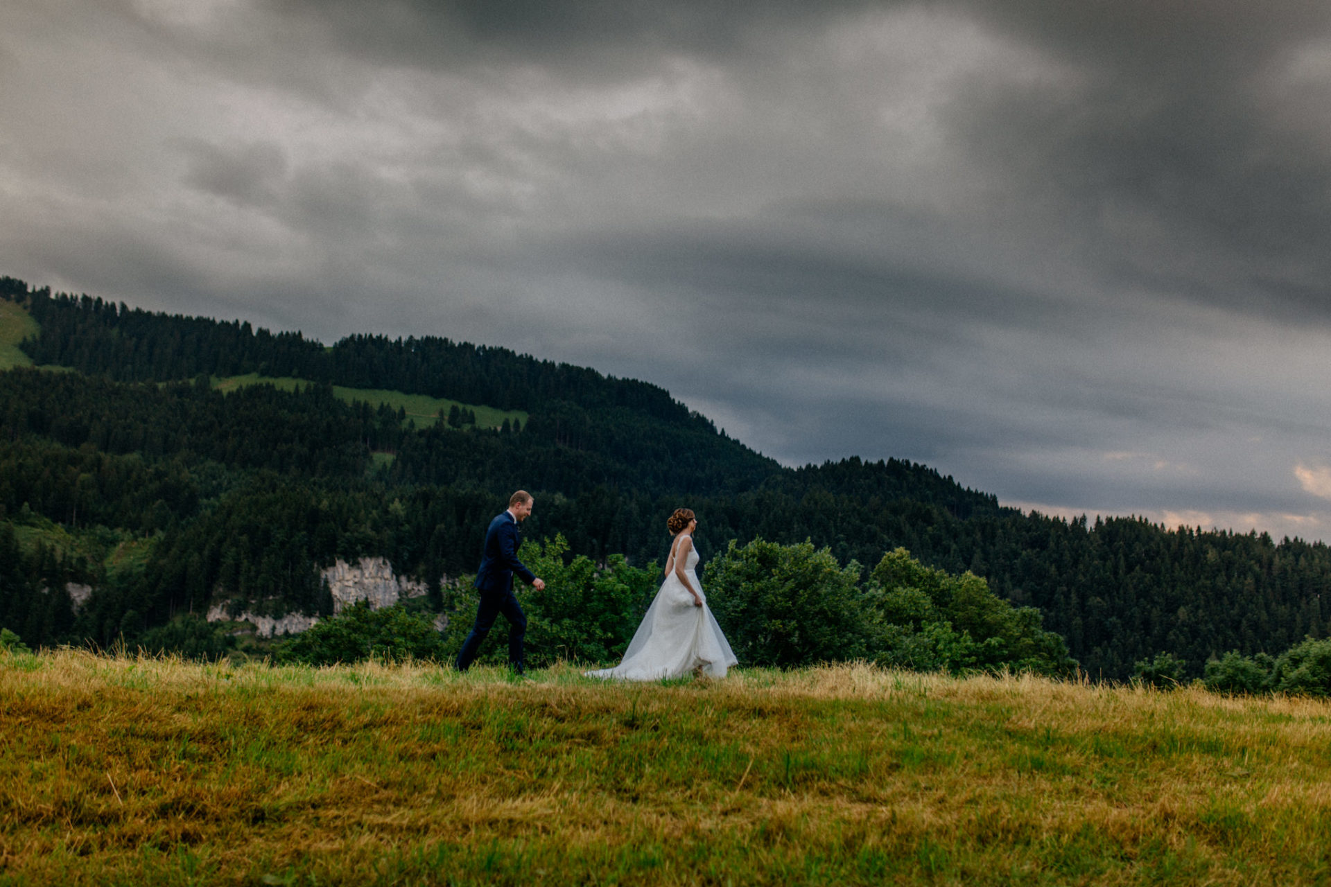 wedding photographer Lech Arlberg-mountainwedding-bride and groom portrait