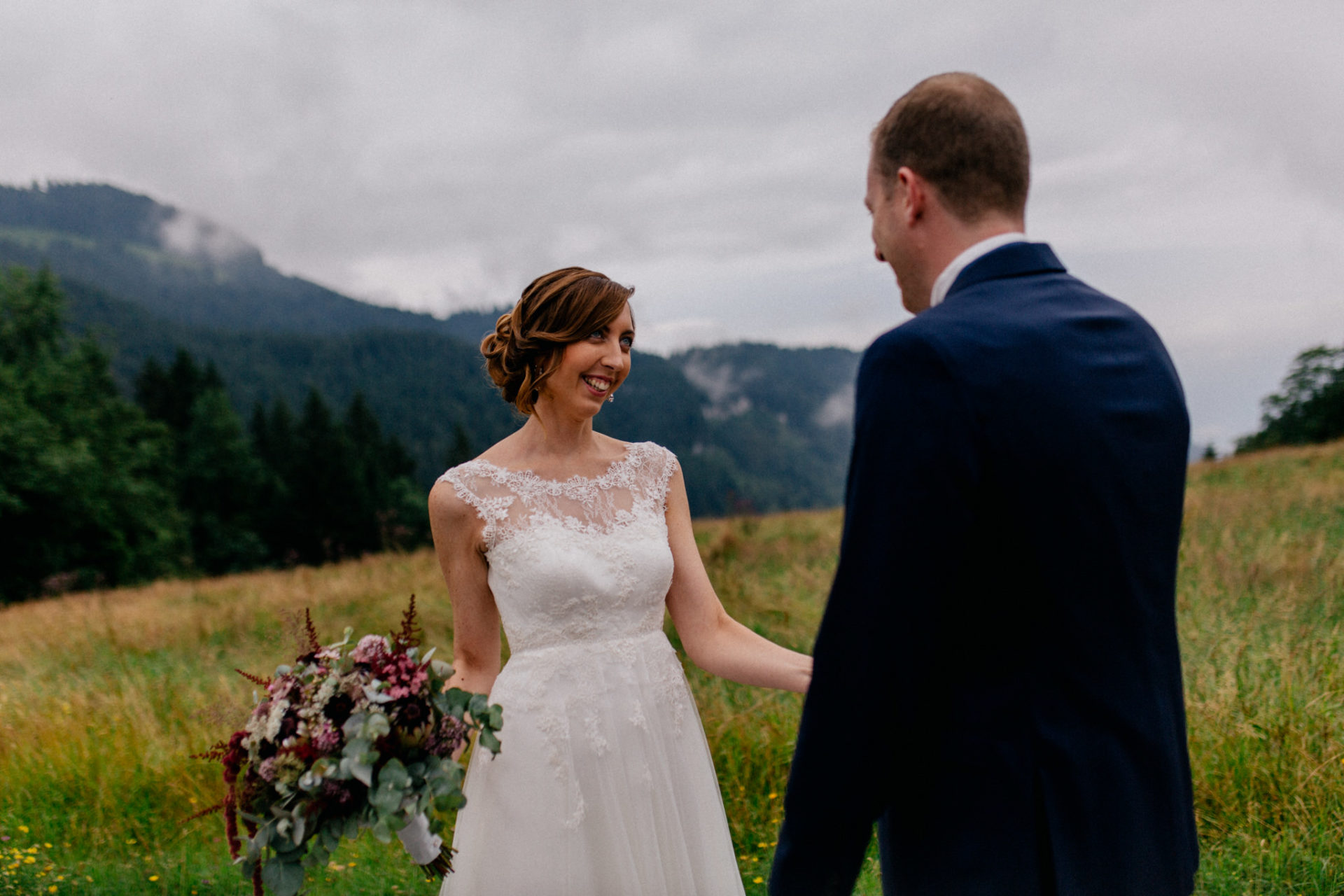 wedding photographer Lech Ahlberg-mountain wedding- bride groom first look
