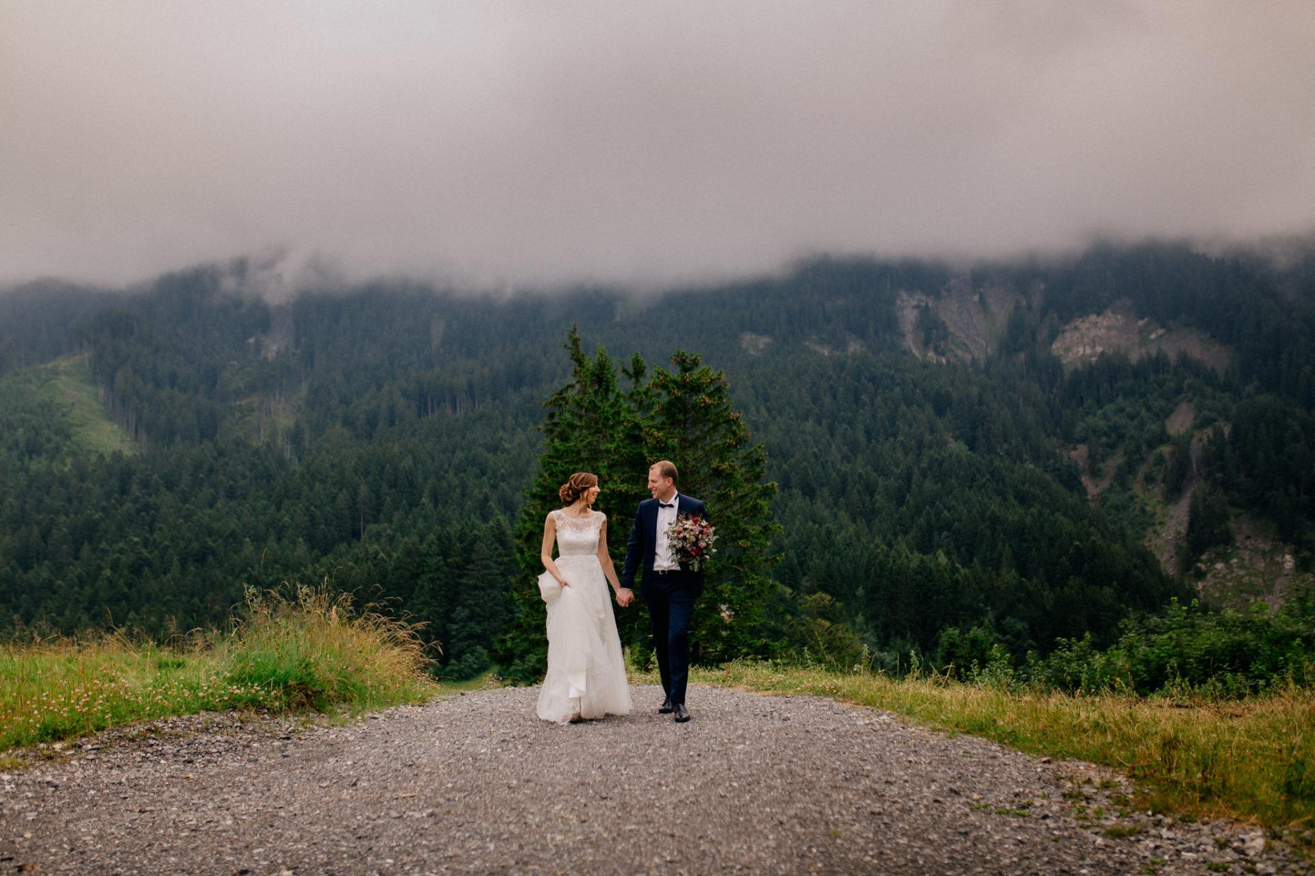 wedding photographer Lech Ahlberg-mountain wedding- bride groom portraits unposed