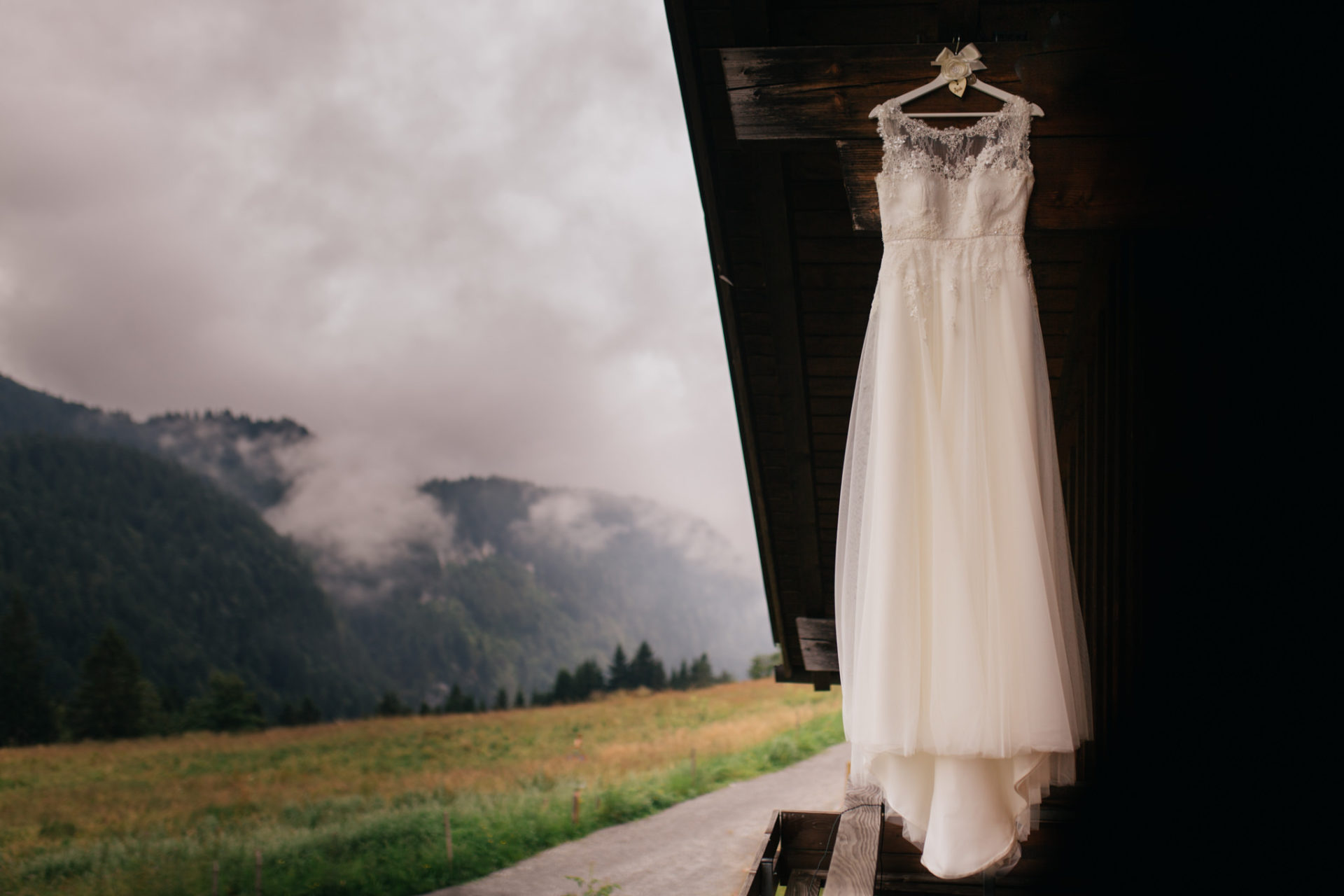 wedding photographer Lech Ahlberg-mountain wedding- bride getting ready