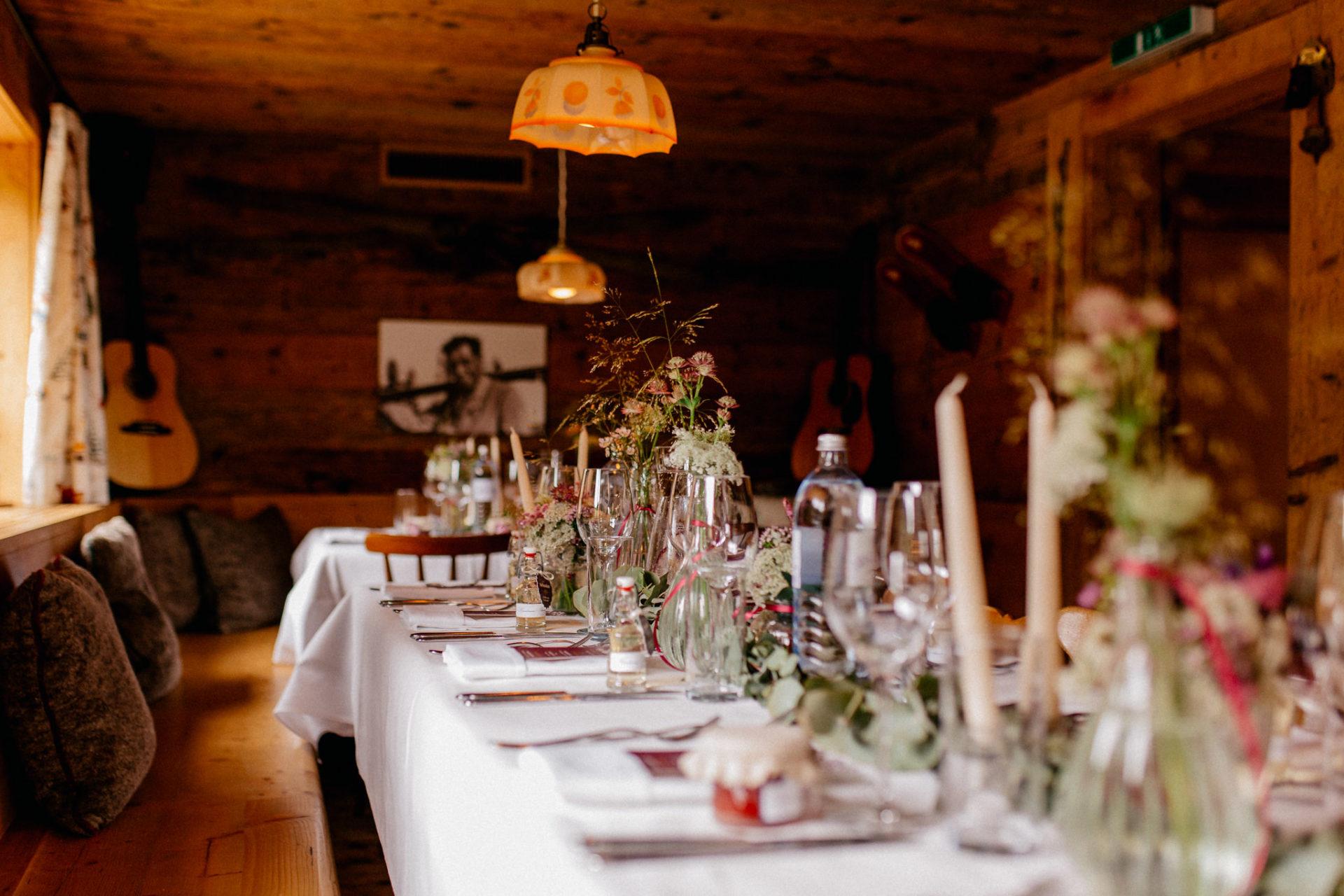 wedding photographer Lech Arlberg-mountainwedding-table decoration