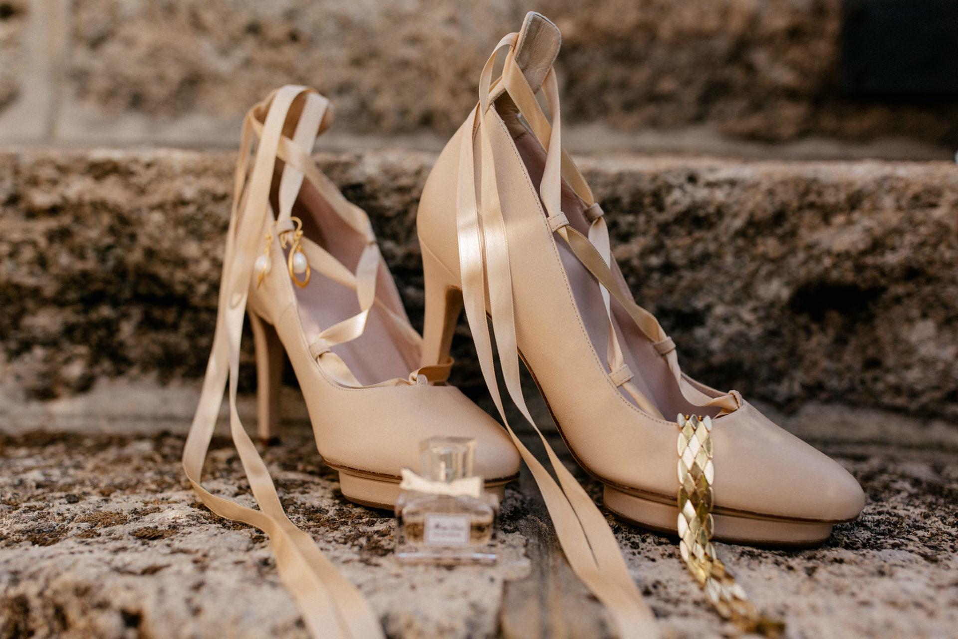 wedding photographer amalfi coast-italy wedding-roccamore shoes high heels wedding