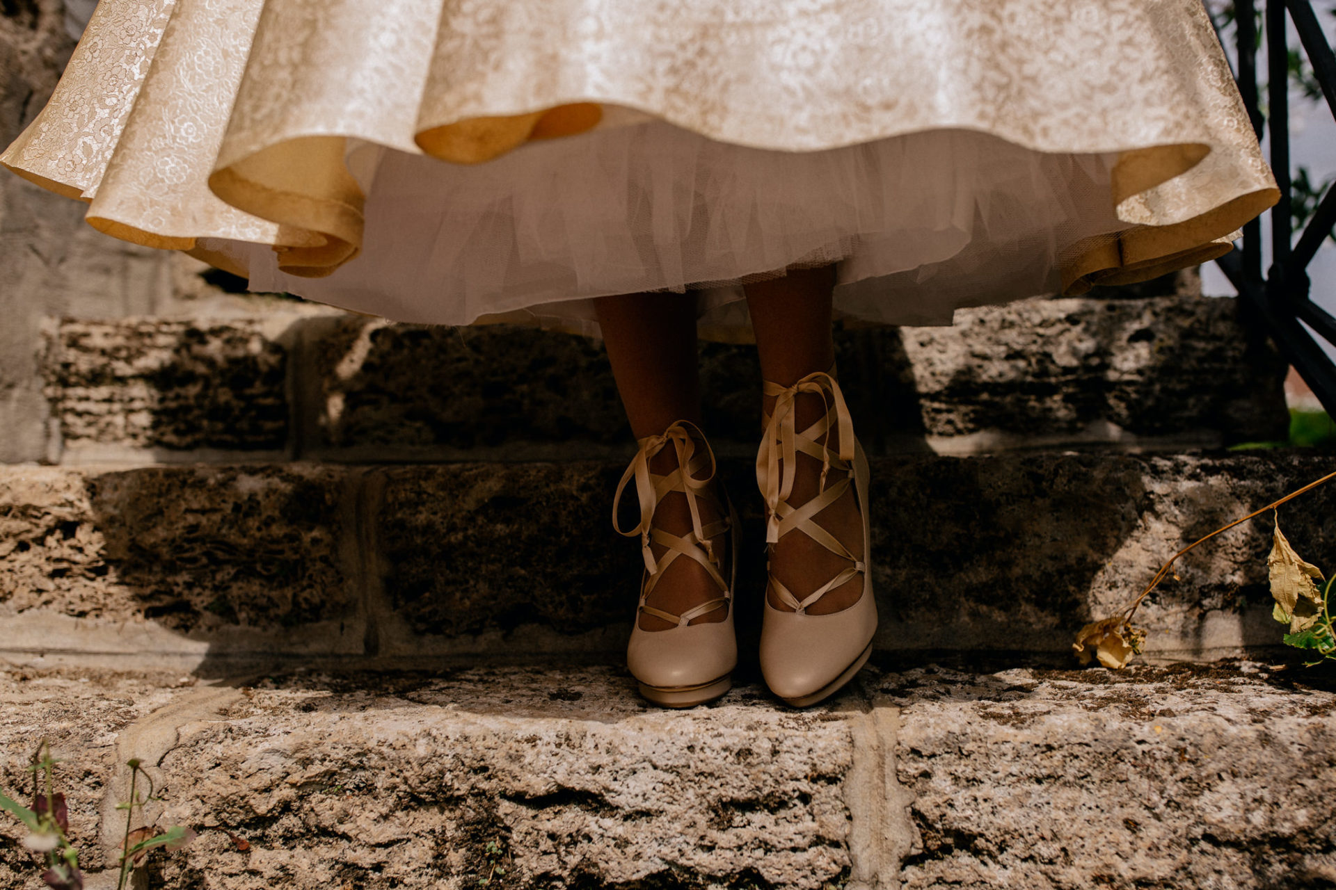 wedding photographer amalfi coast-italy wedding Paestum-bride shoes comfortable