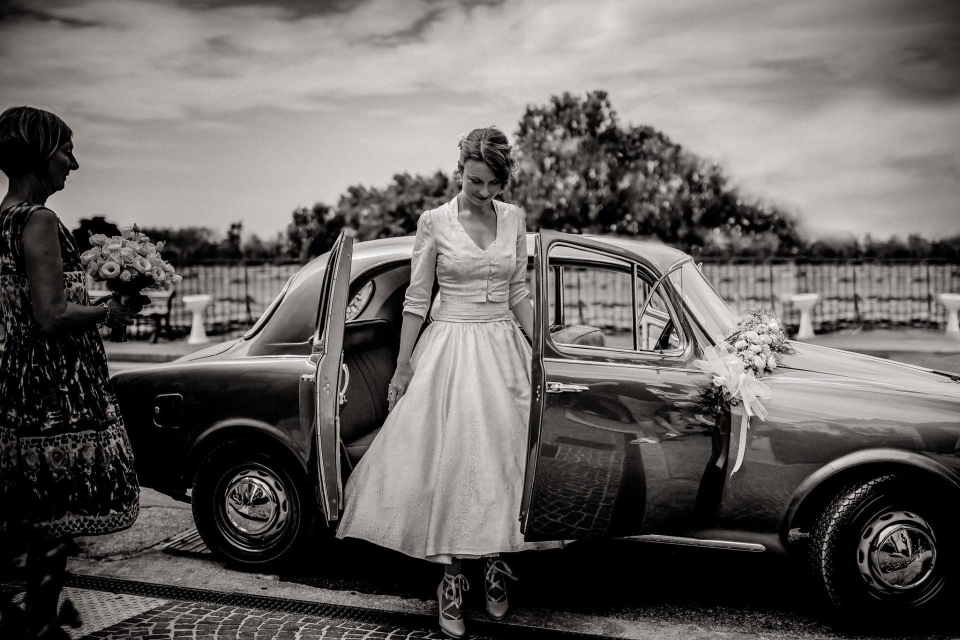 wedding photographer amalfi coast-italy wedding Paestum ceremony-bride arriving by car