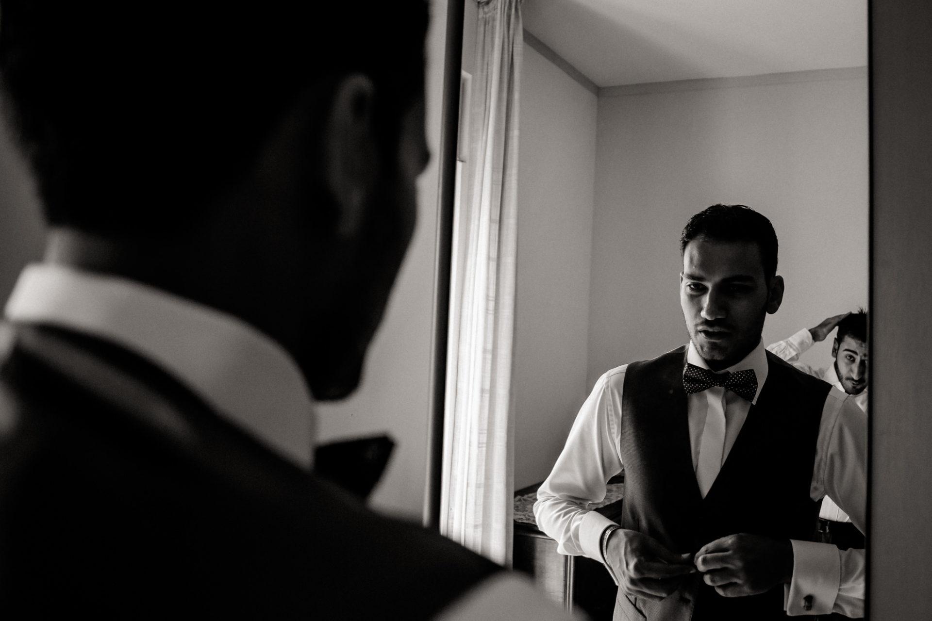 wedding photographer amalfi coast-italy wedding Paestum-groom getting ready