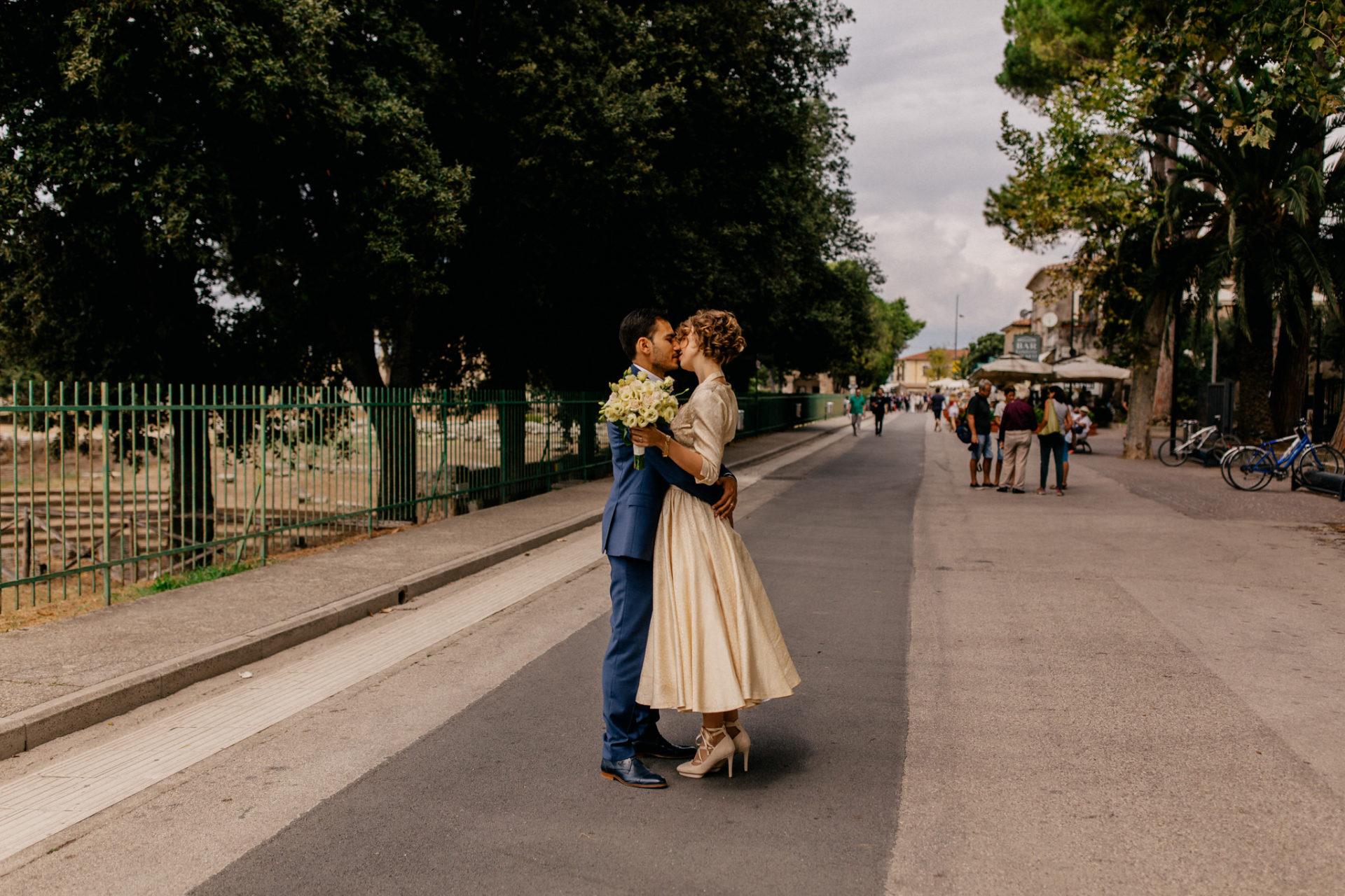 wedding photographer amalfi coast-italy wedding Paestum-bride and groom portrait