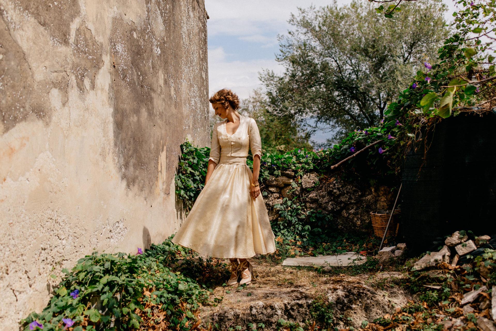 wedding photographer amalfi coast-italy wedding Paestum-bride portrait