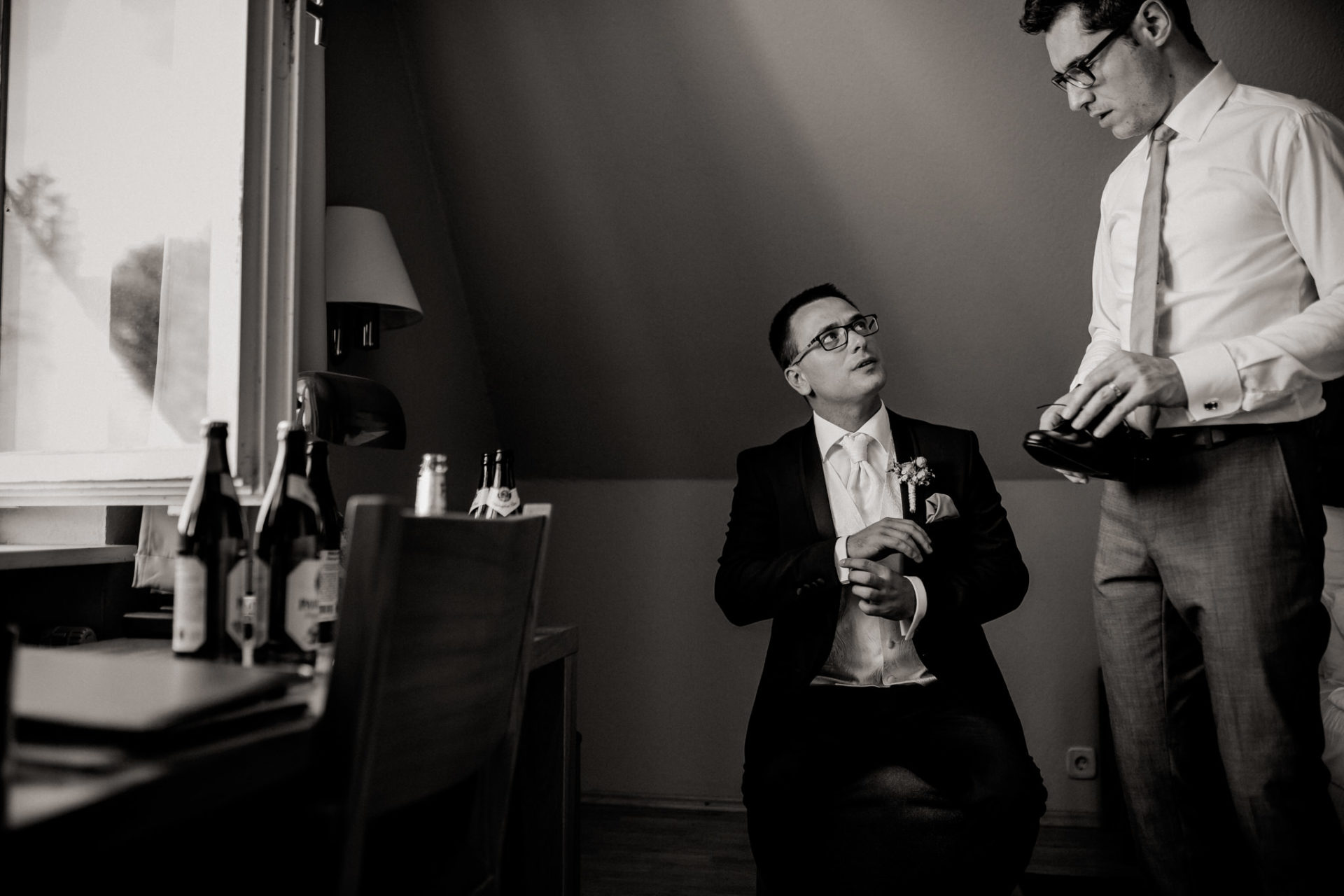stuttgart wedding photographer-Castle Wedding Germany-Blackforest marriage-schloss heinsheim groom getting ready