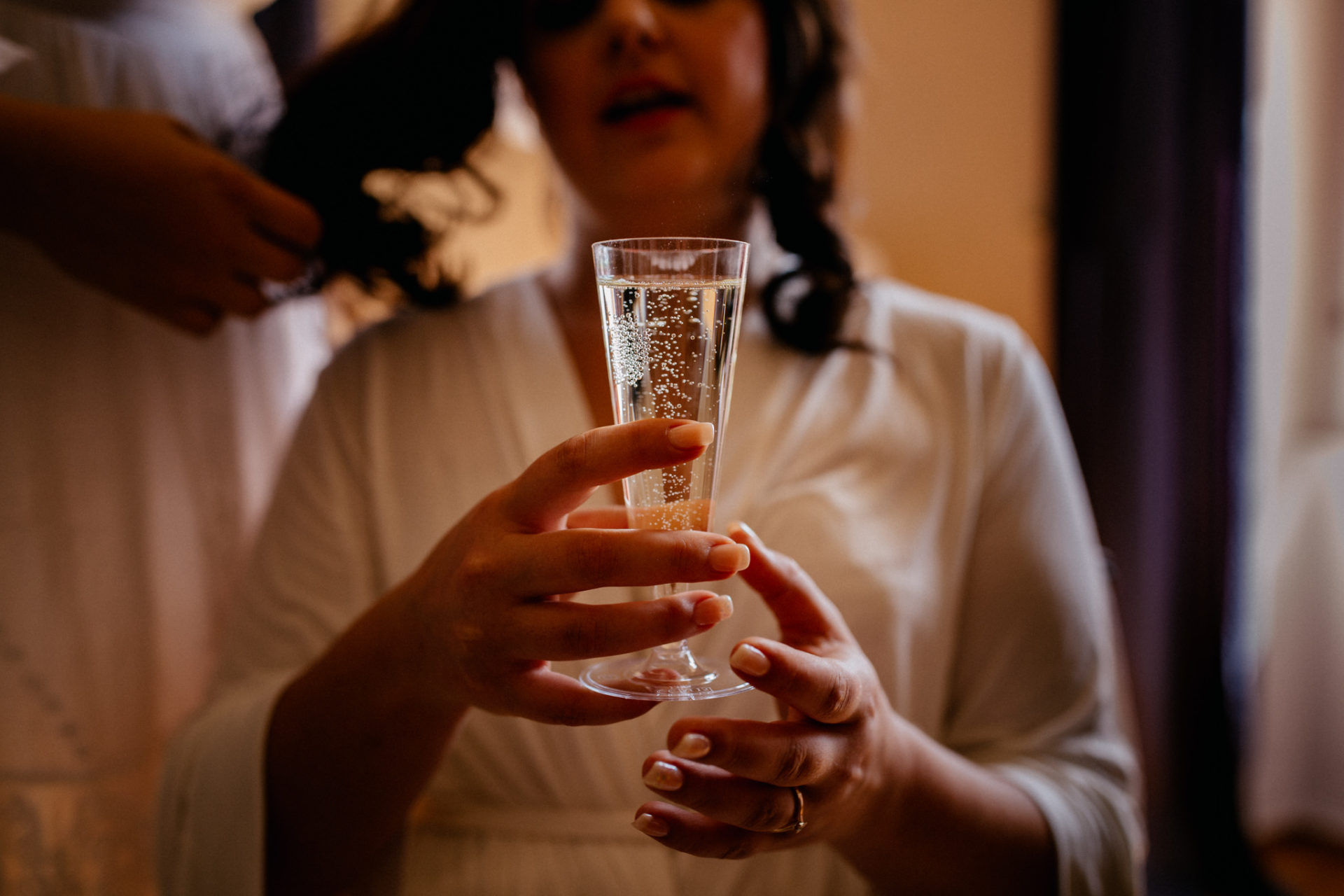 stuttgart wedding photographer-Castle Wedding Germany-Blackforest marriage-schloss heinsheim champagne getting ready