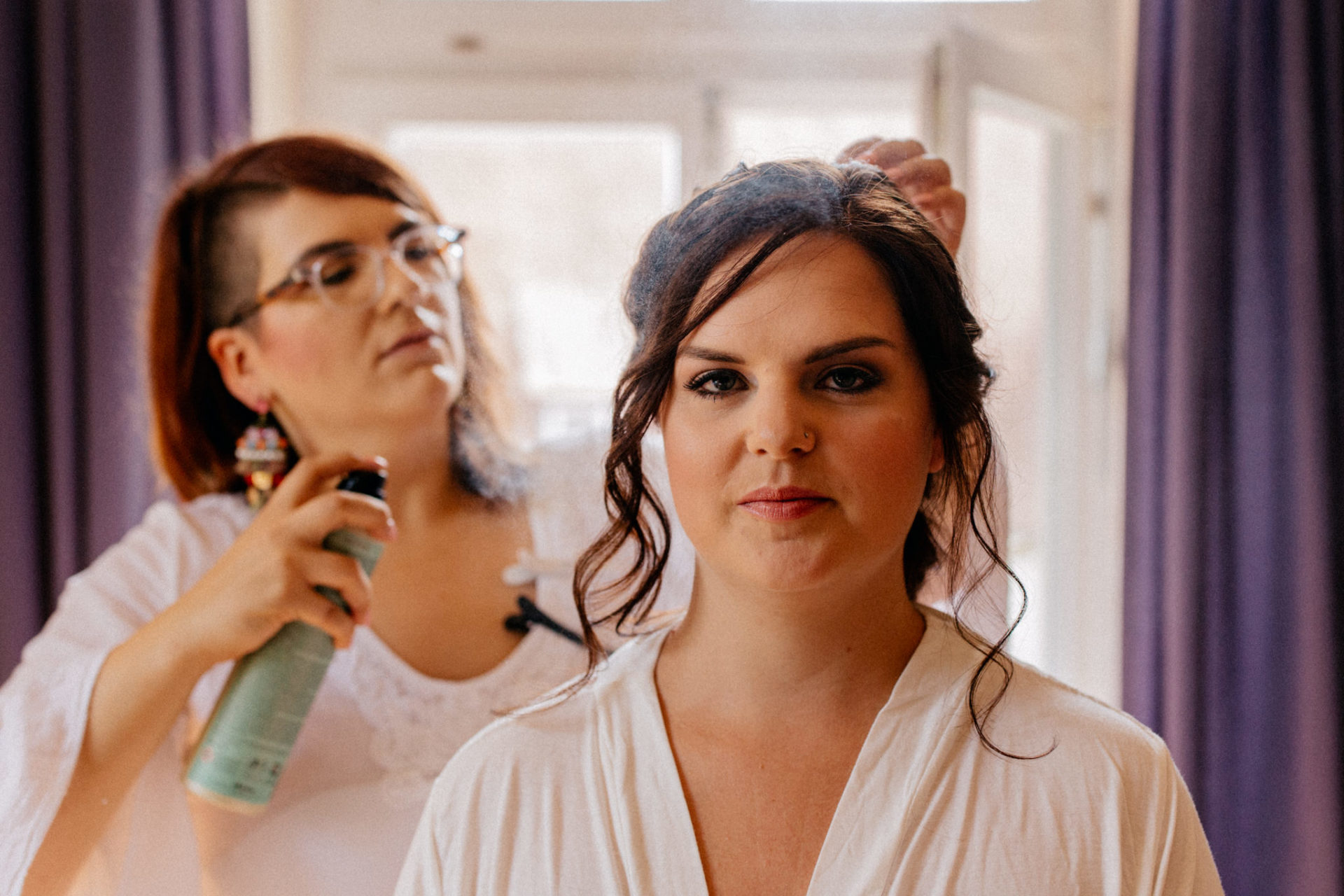 stuttgart wedding photographer-Castle Wedding Germany-Blackforest marriage-schloss heinsheim bride getting ready hairdresser