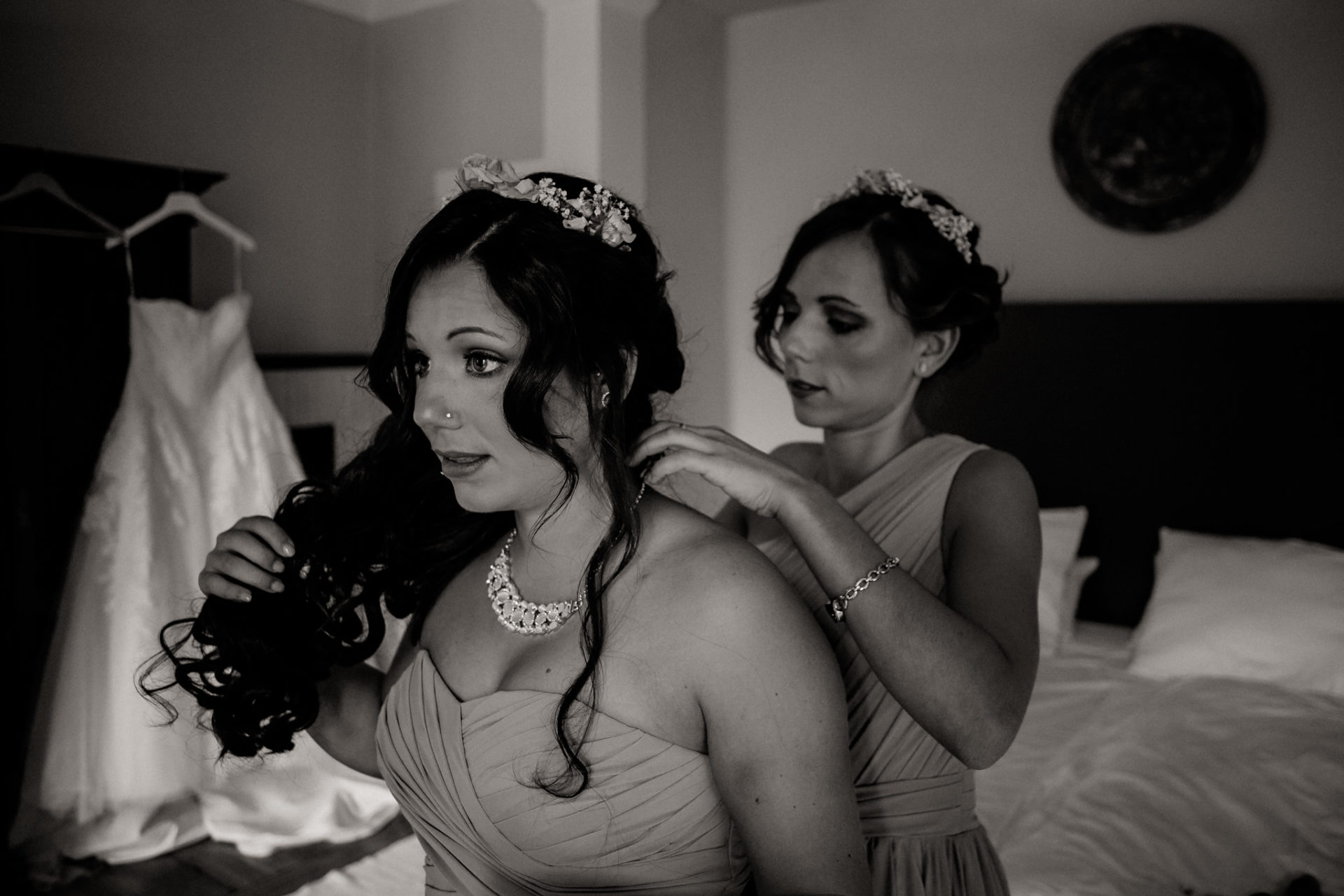 stuttgart wedding photographer-Castle Wedding Germany-Blackforest marriage-schloss heinsheim bridesmaid getting ready