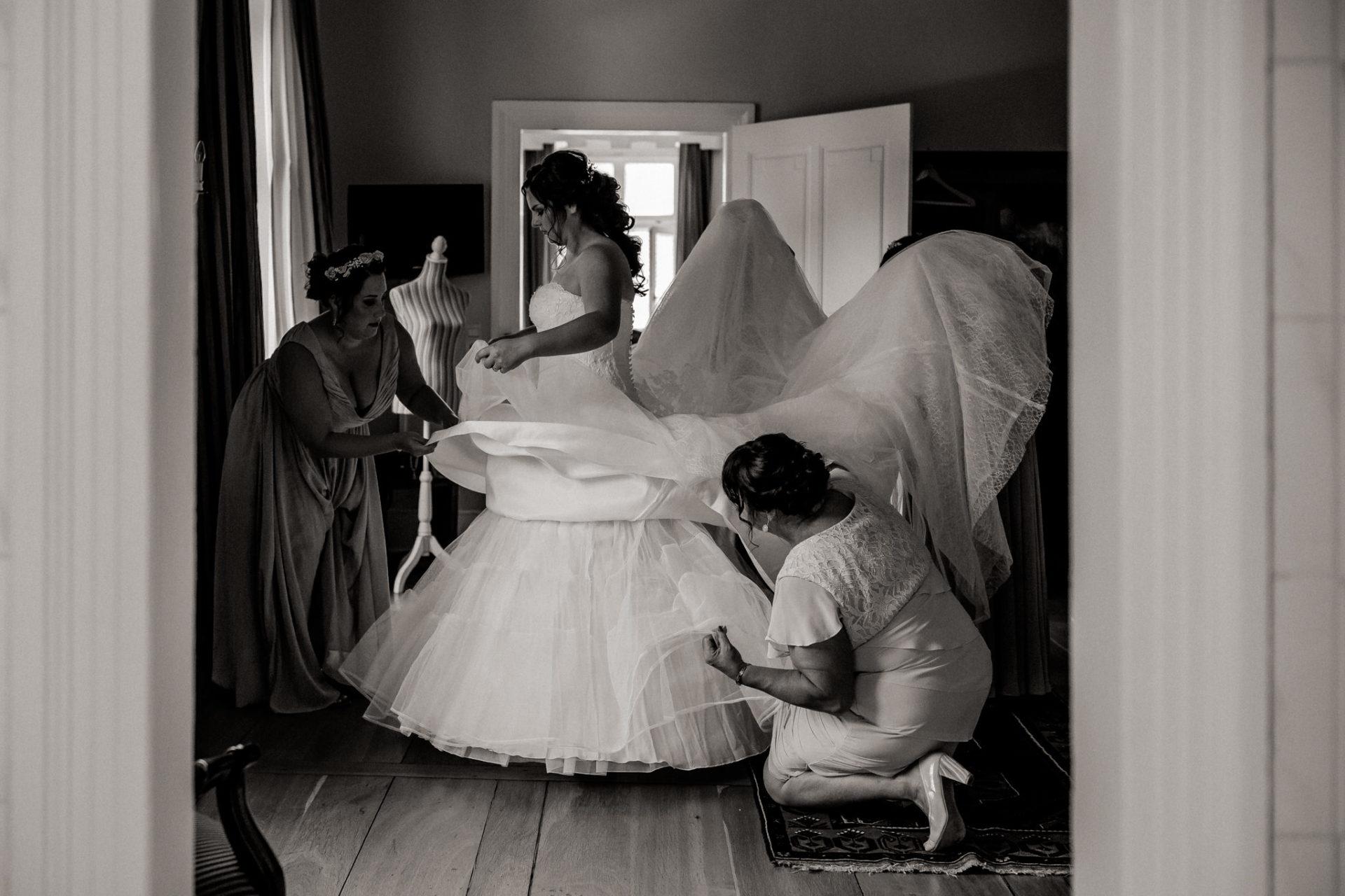 stuttgart wedding photographer-Castle Wedding Germany-Blackforest marriage-schloss heinsheim bride getting ready wedding dress
