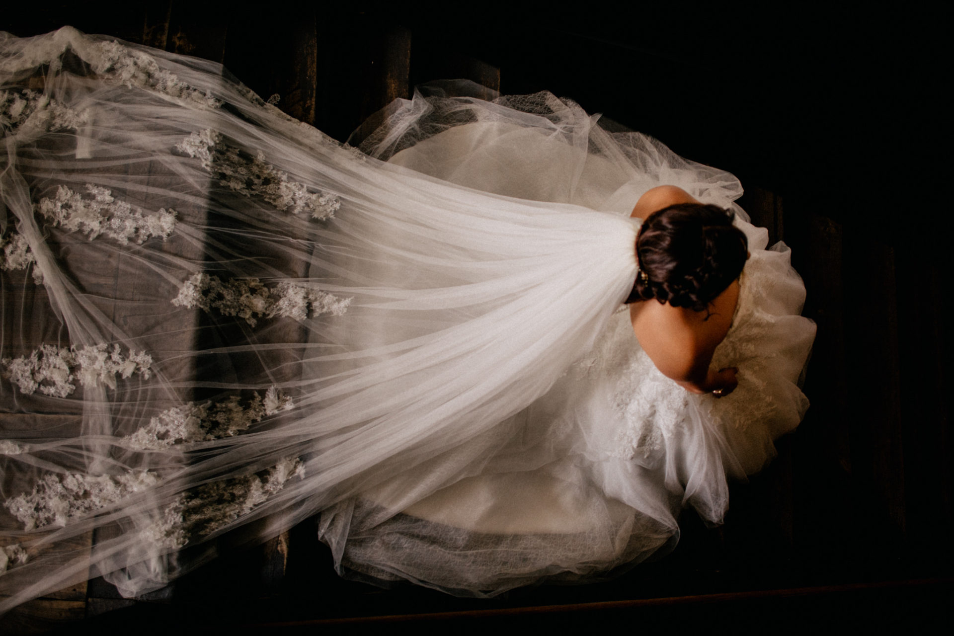 stuttgart wedding photographer-Castle Wedding Germany-Blackforest marriage-schloss heinsheim bride walking down stairs