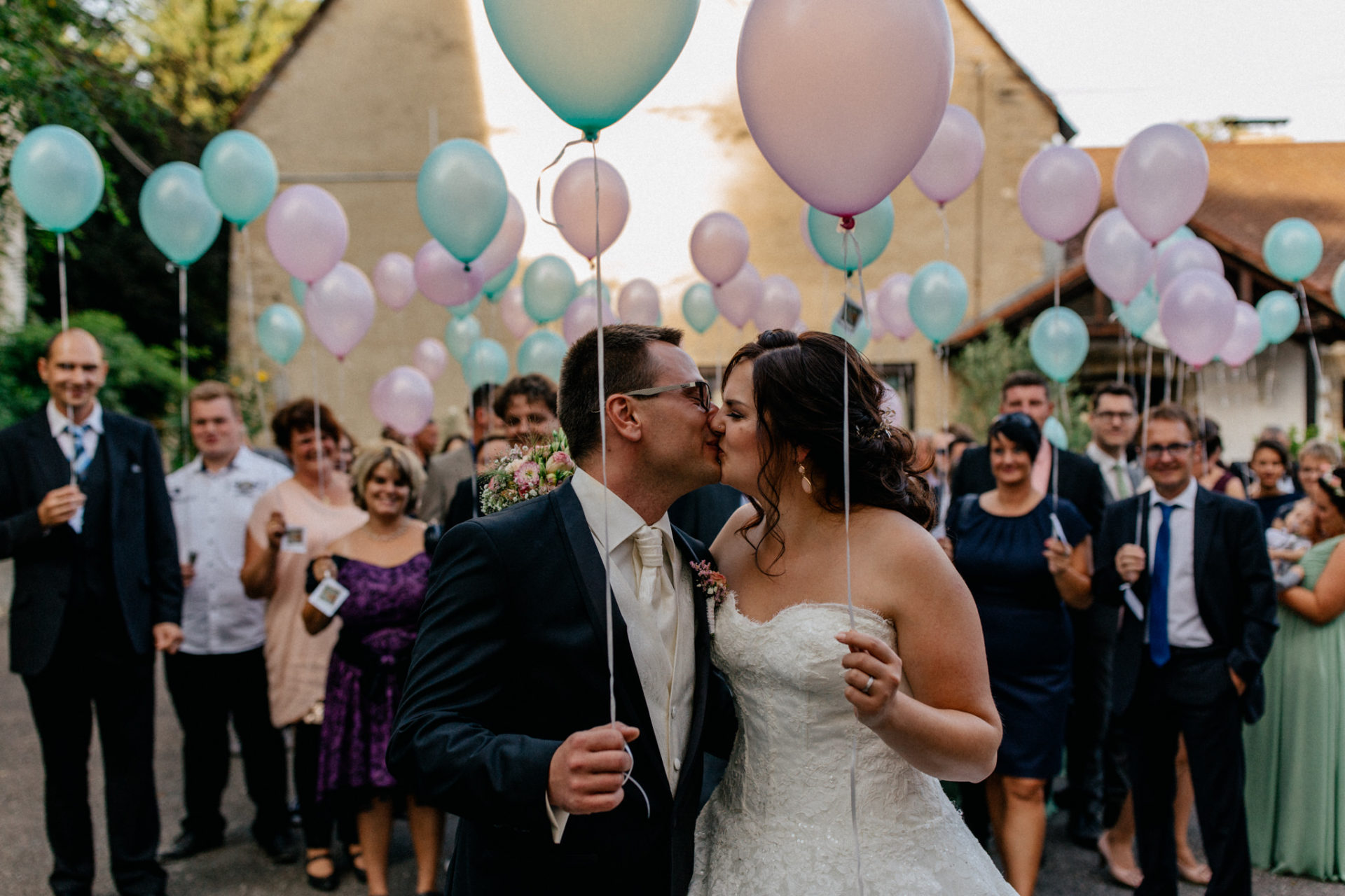 stuttgart wedding photographer-Castle Wedding Germany-Blackforest marriage-schloss heinsheim bride and groom balloon