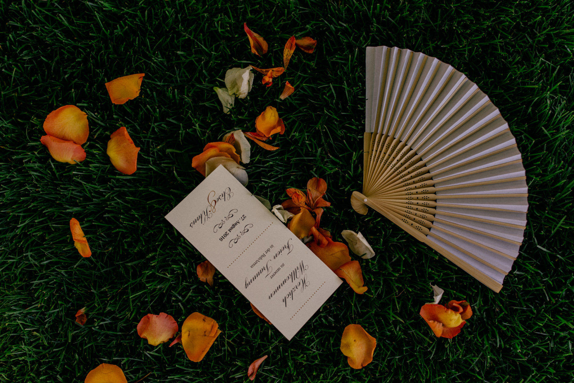 vineyard wedding germany-weingut fitz ritter wedding photographer pfalz invitation hand fan
