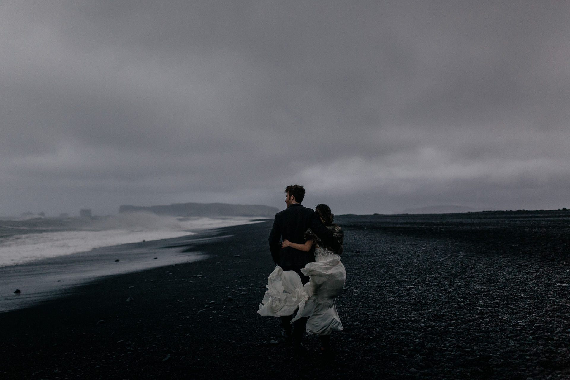 iceland wedding photographer-wedding photos black beach vik