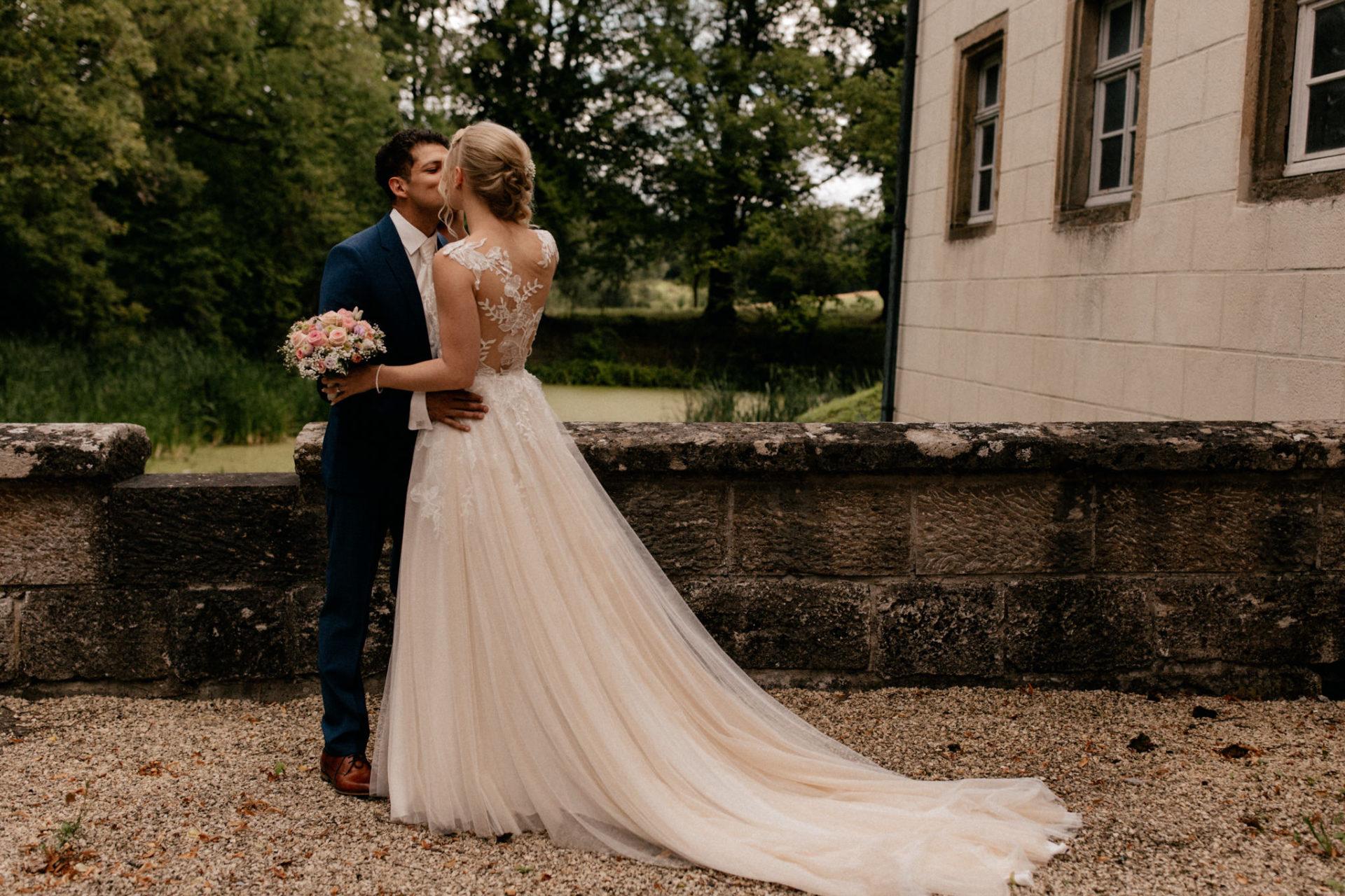 wedding photographer suttgart-reception water castle Erkenbrechtshausen Crailsheim-first look bride and groom