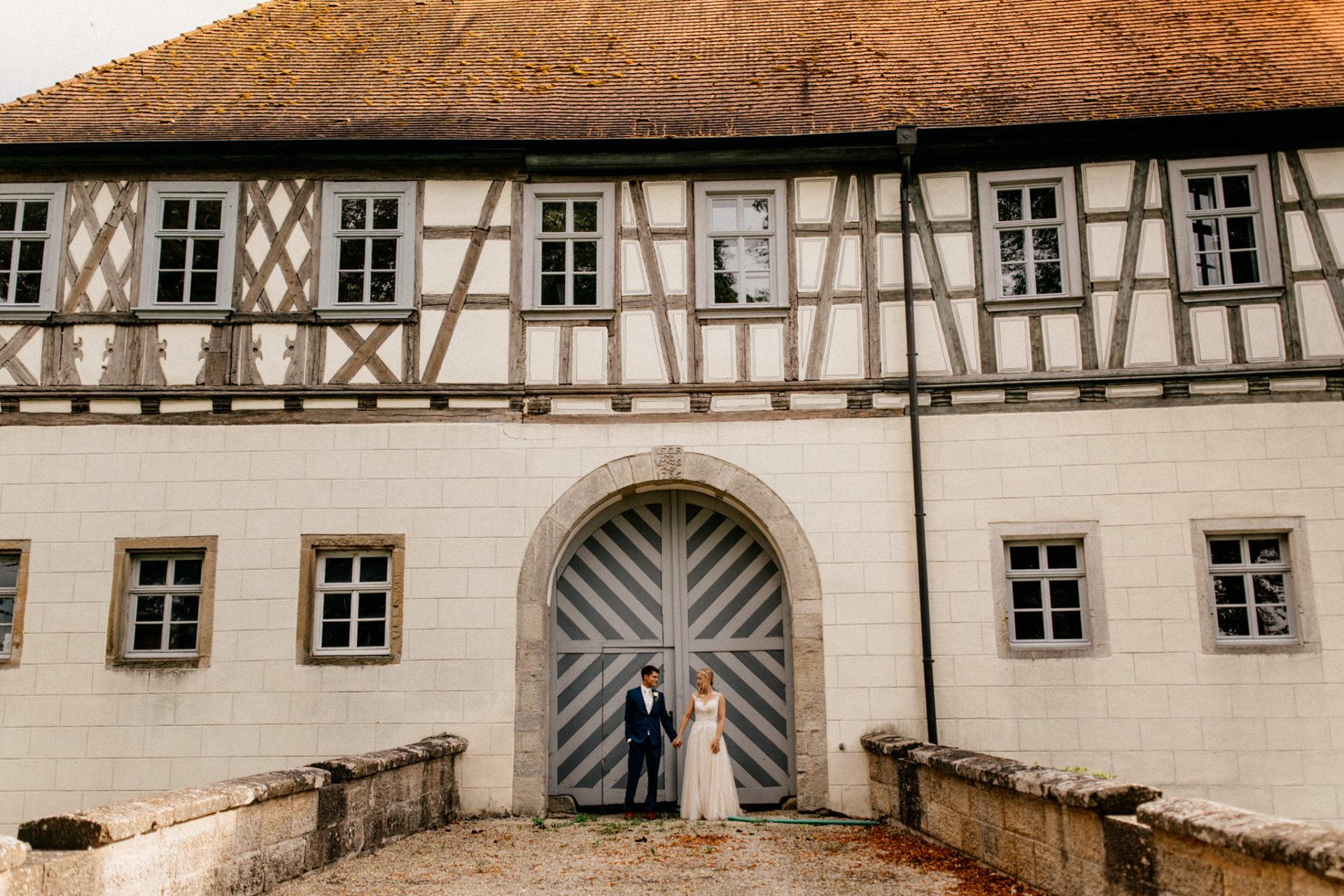 wedding photographer suttgart-reception water castle Erkenbrechtshausen Crailsheim-bridal portrait