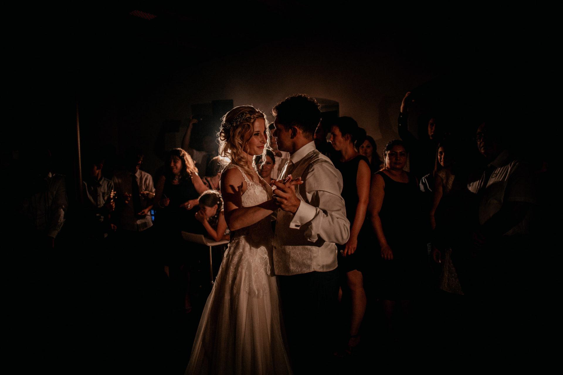wedding photographer suttgart-reception water castle Erkenbrechtshausen Crailsheim-party-first dance