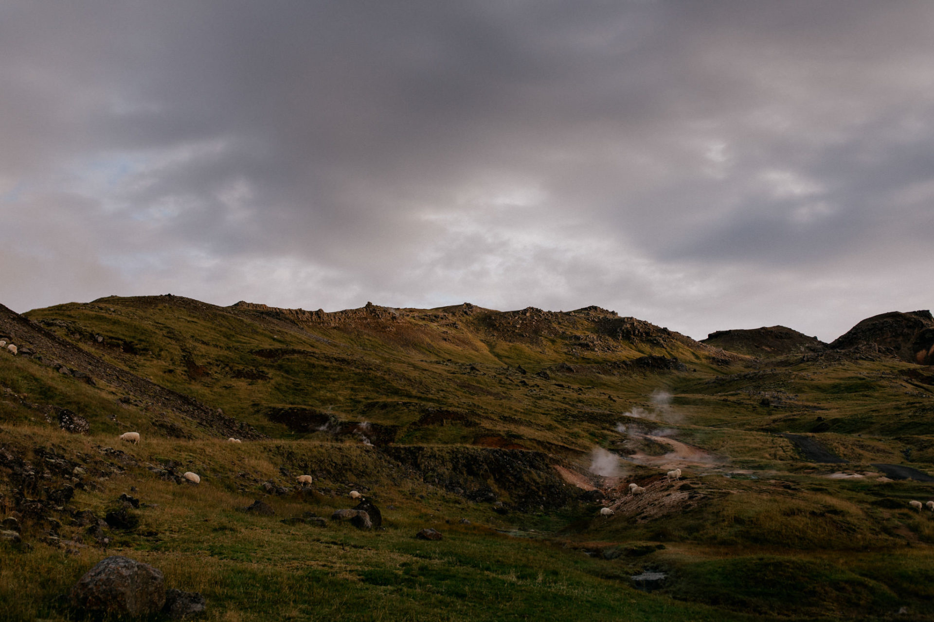 icelandic landscape-hot-springs-steam-geothermal-springs-sunrise-hike-hot-river